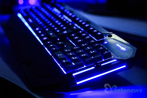 플런저로 돌아온 게이밍 키보드, 제닉스 '스톰X K4'