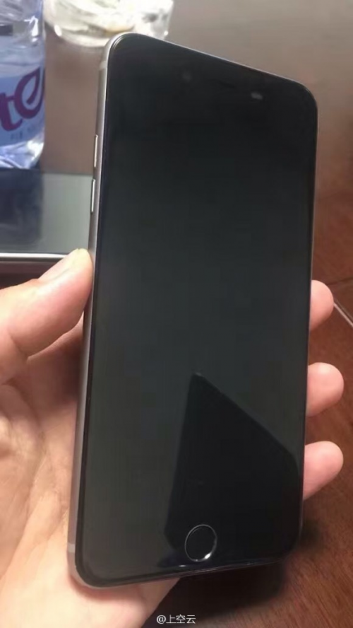 아이폰7 플러스 추정 이미지 유출...진동 버튼이 없다?