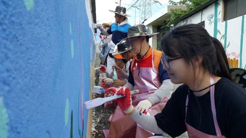 SK 울산Complex 직원·가족, 무더위 속 벽화 그리기 삼매경