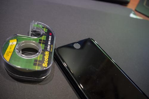 [팁]아이폰 실험, 매직 테이프로 터치ID 인식률 높이기