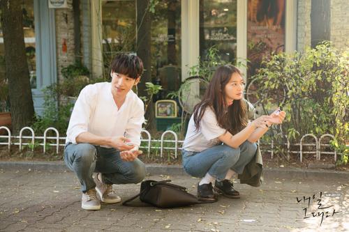 [스타패션]신민아, TVN '내일 그대와' 3회…'데님 팬츠' 화제