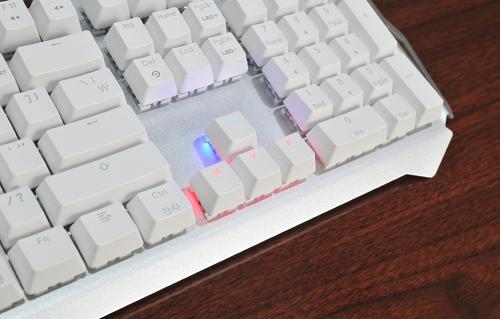기본기가 확실한 기계식 게이밍 키보드, 제닉스 'STORMX ZERO'