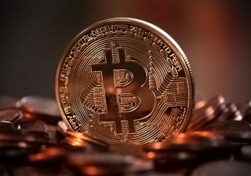 비트코인, 금 최고 시세 웃돌아...투자 과열 양상