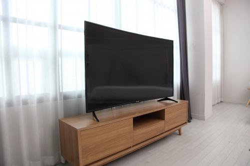 합리적인 커브드 TV 선택, 다양성 갖춘 '더함' 노바/코스모 TV